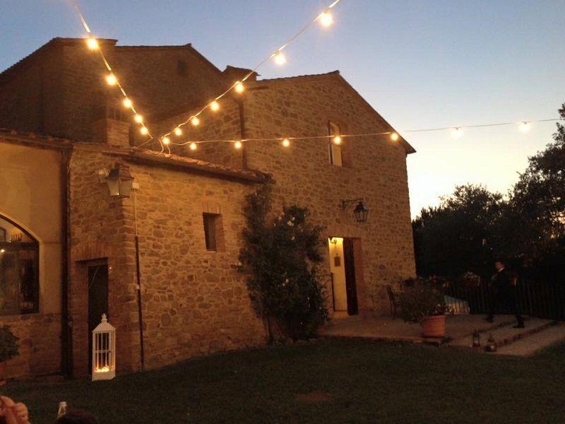 Matrimonio country,  allestimento con le catenarie e le lanterne