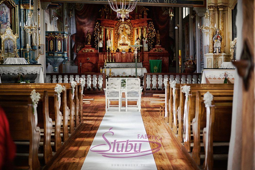 Dekoracja kościoła do ślubu