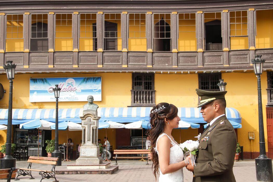 Pareja de esposos en el Callao Monumental