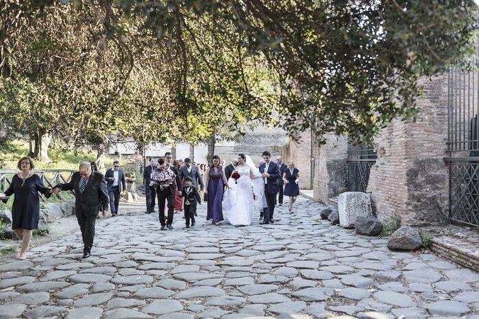 Passeggiata tra le rovine romana degli sposi William e Fanny