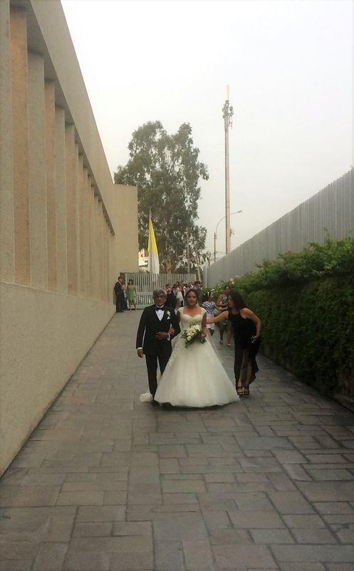 Apoyando a la novia.