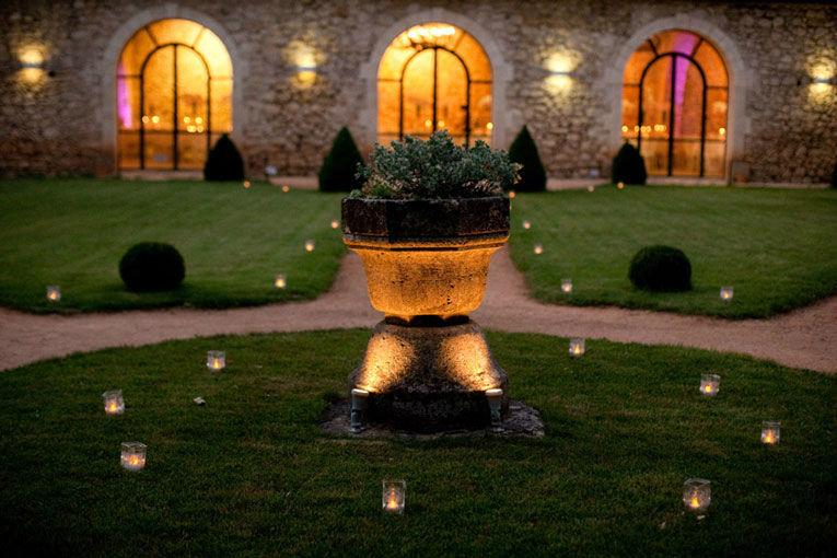Jardin à la française avec photophores de nuit