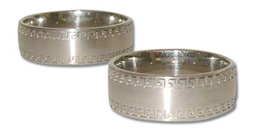 Beispiel: Trauring in Silber-Matt mit Details, Foto: Casa Amberes.