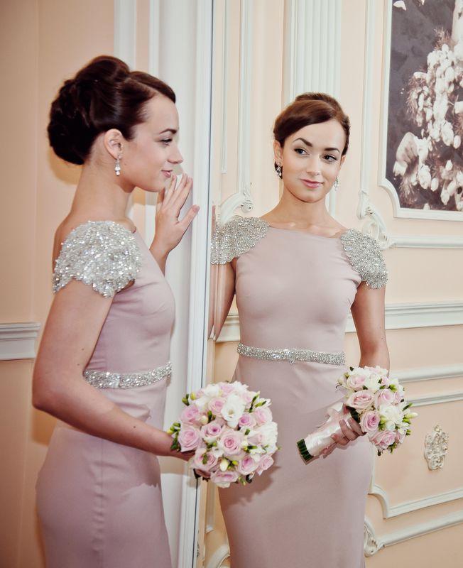 Татьяна.розовое платье ,не стандартного цвета для невесты,подчеркнёт индивидуальность u