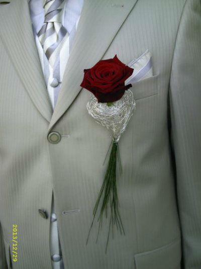 Beispiel: Blumenanstecker, Foto: Blumenstüberl Helmut Frick.