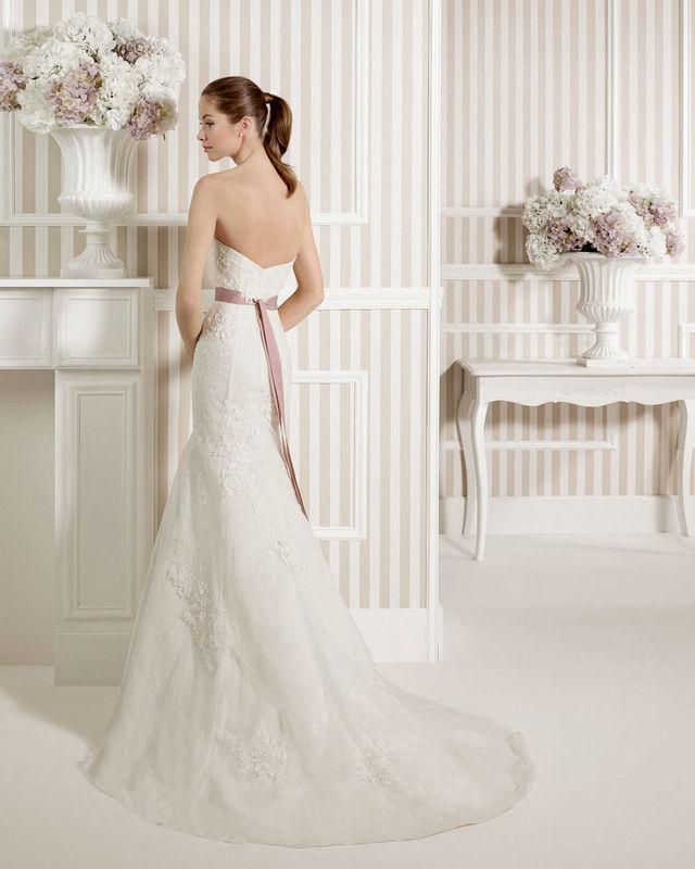 Modèle Lunias Novias By Rosa Clara par votre boutique Confidence Mariage
