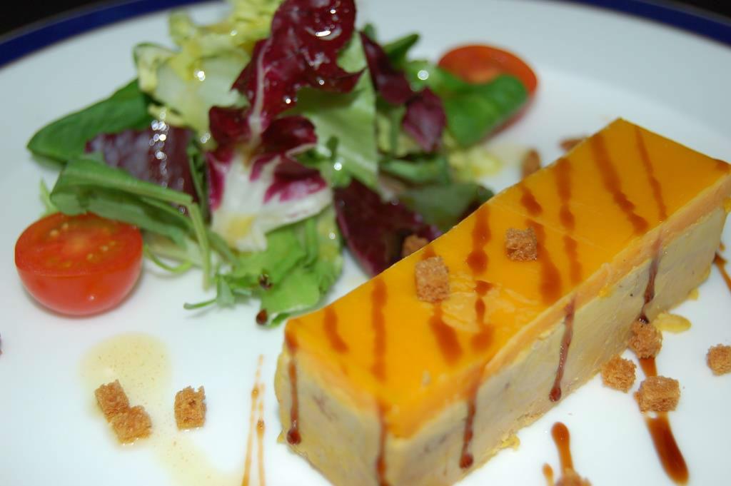 Terrina de foie de pato casera con velo de mango