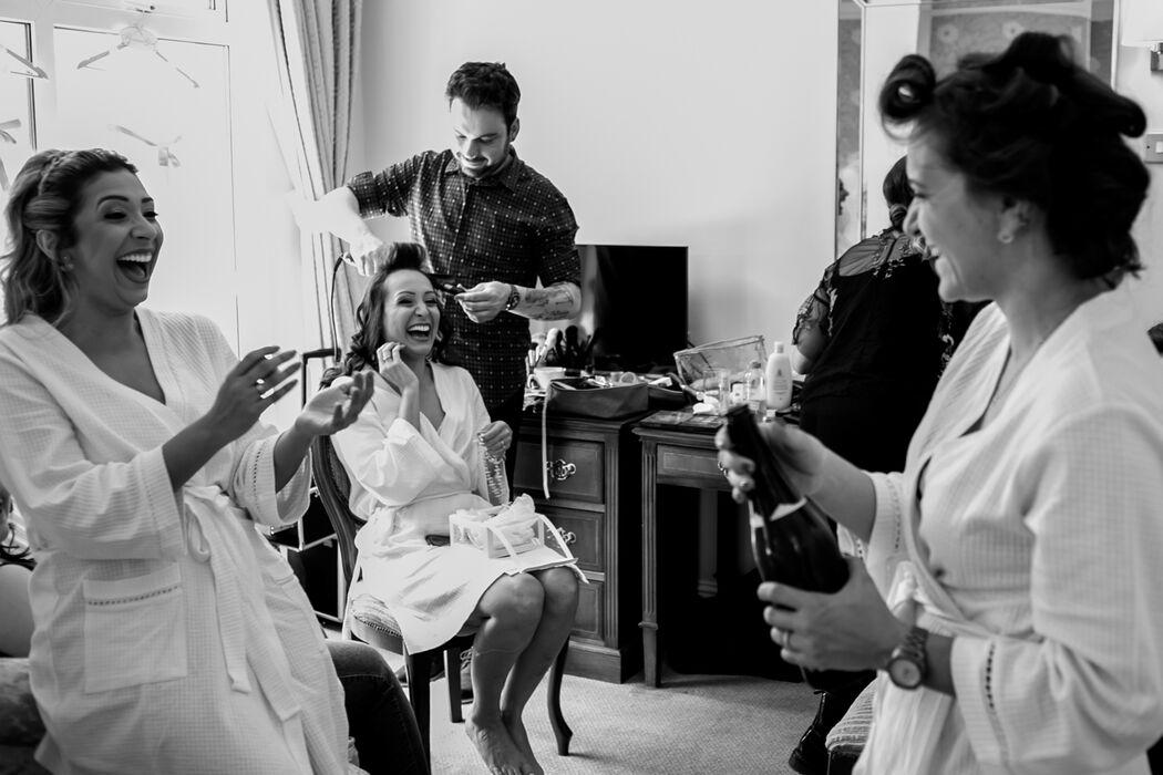 Making of de casamento, momento de brinde entre noiva e madrinhas // Dublin Irlanda.