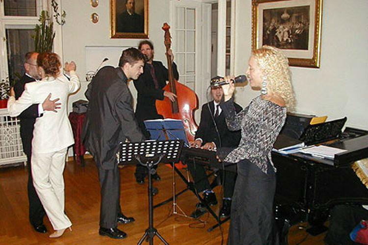 Beispiel: Tanz zur Hochzeitsmusik, Foto: Plabutscher Schlössel.