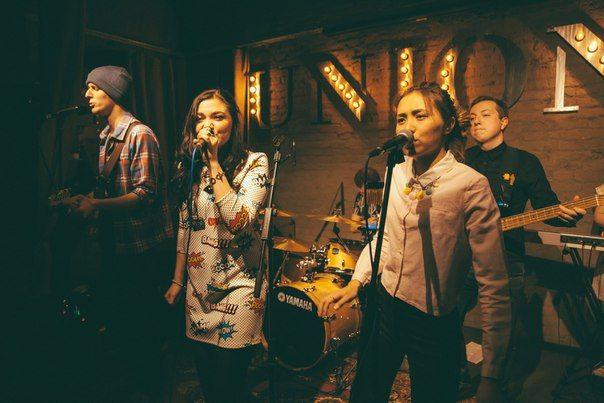 JINGLES band