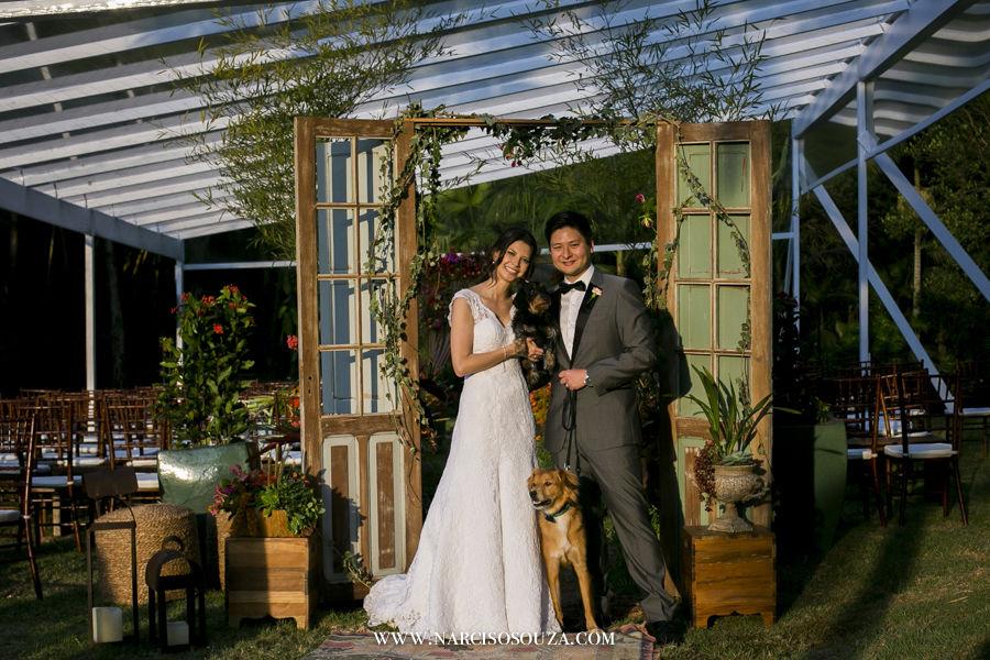 Os noivos e os cachorros Foto: Narciso Souza