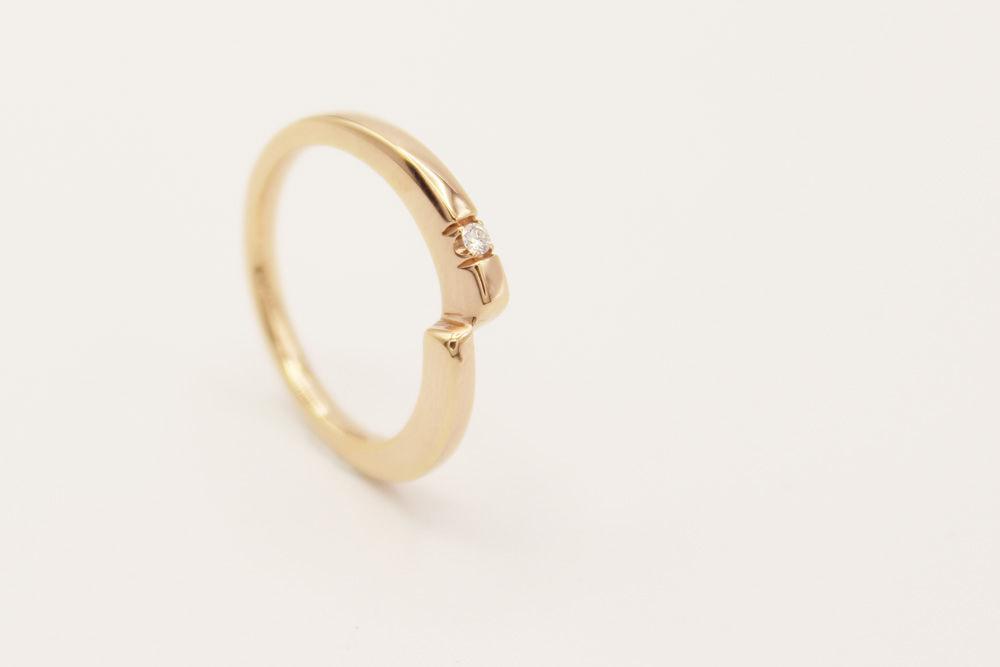 Oro rosado 18k y diamante central