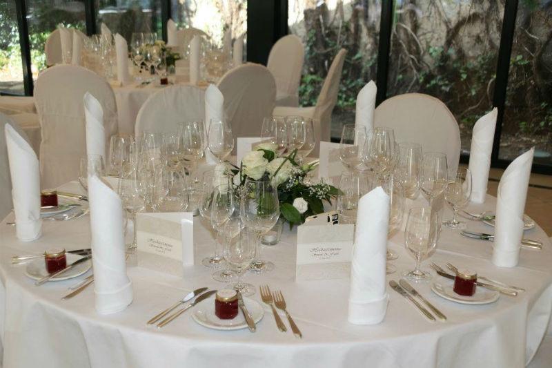 Beispiel: Tischdekoration, Foto: Deidesheimer Hof.