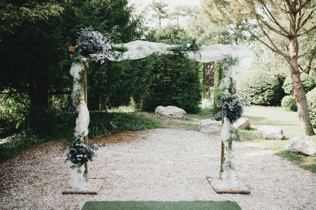 Décor d'arche fleurie.  Création florale Les Fées Nature