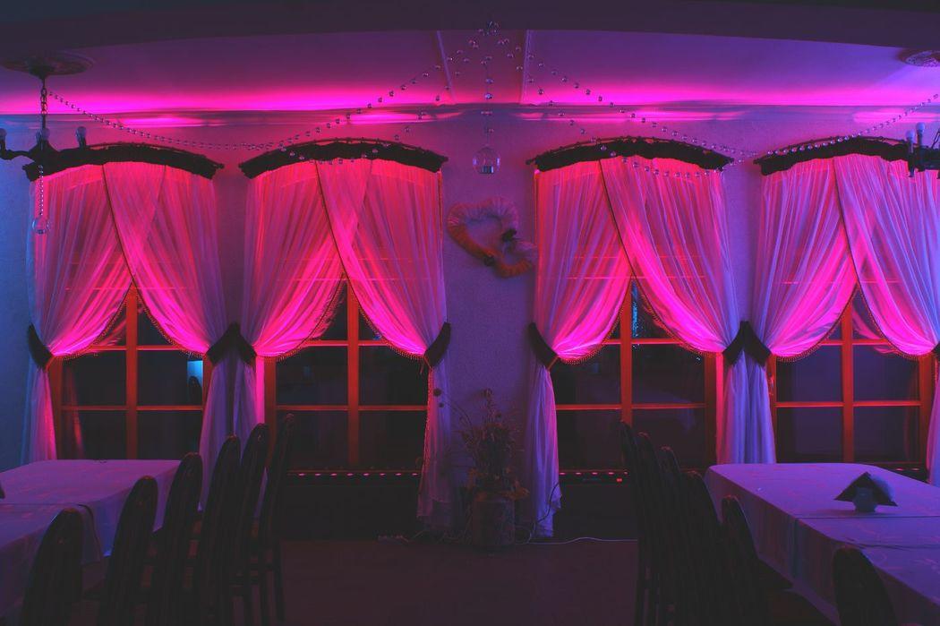 Dekoracje Światłem - absolutny MUST HAVE w tym sezonie weselnym! Zapraszamy do zapoznania się z Naszą ofertą!
