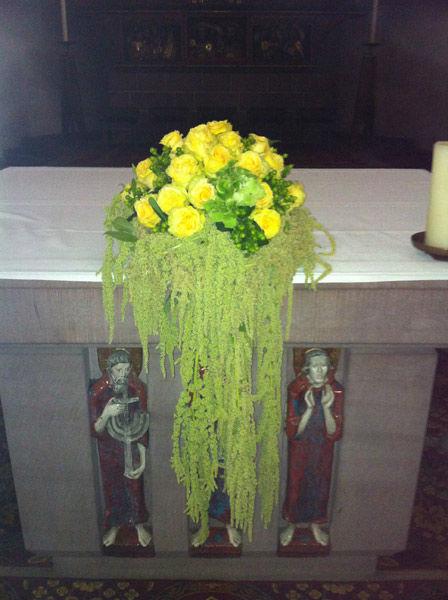Beispiel: Blumenschmuck für den Altar, Foto: Blumen Bachmann.
