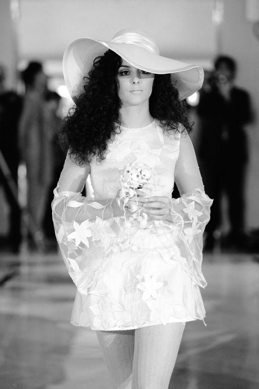 Sfilata di abiti da sposa d'epoca.  La sposa anni '70. Realizzata da Yes wedding planner