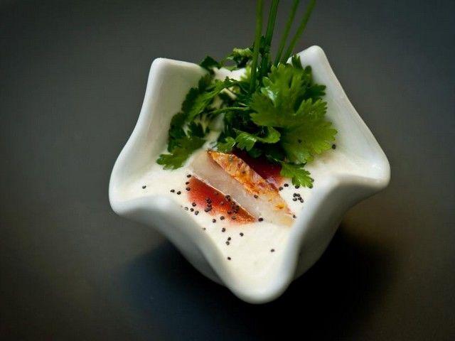 Capuccino d'Asperge et Crabe, Coulis de Tomates, filet de Rouget