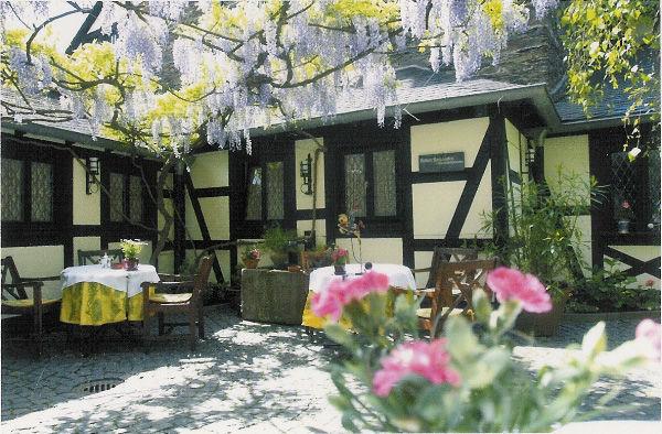 Beispiel: Innenhof, Foto: Burghotel Auf Schönburg.