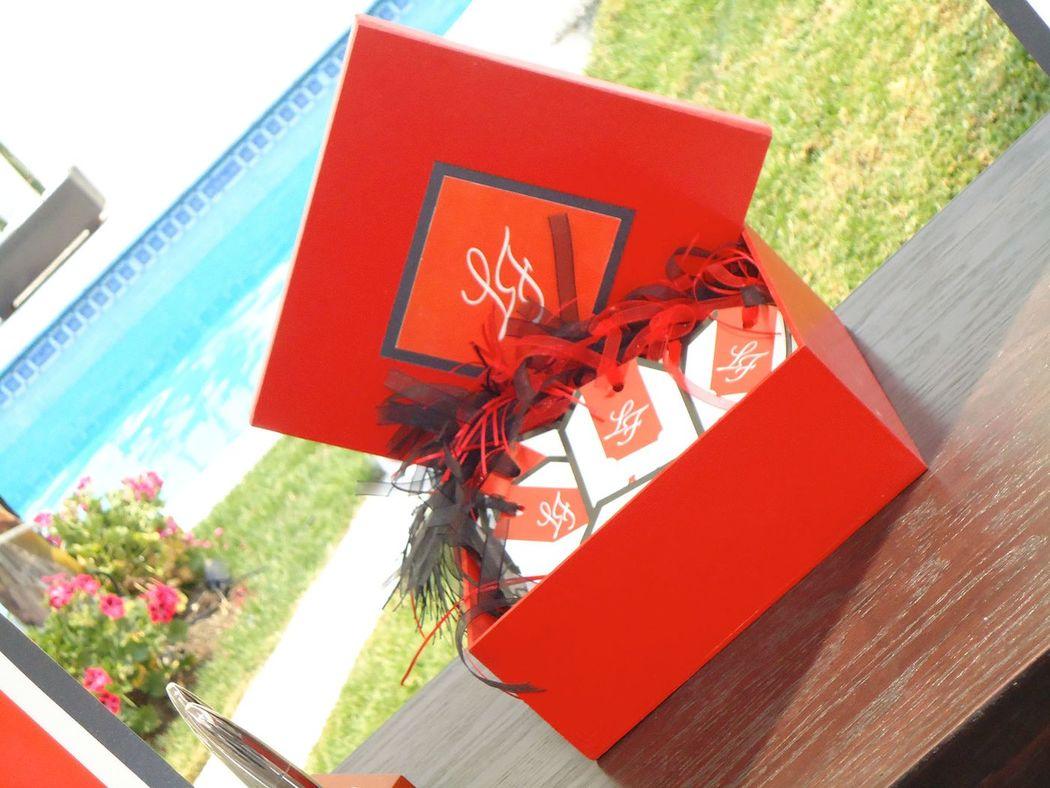 Caja para tarjetas del árbol de deseos Tema Cerezo Rojo