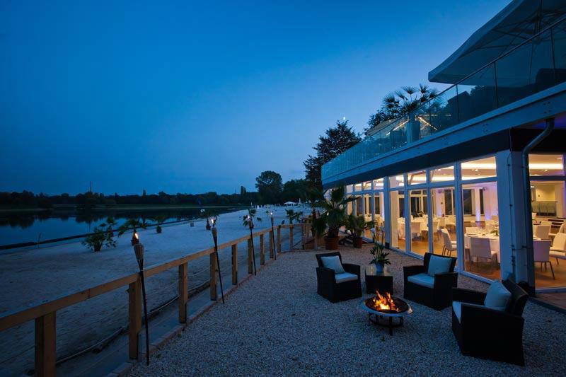 Terrasse bei Nacht, Foto: Seepavillon