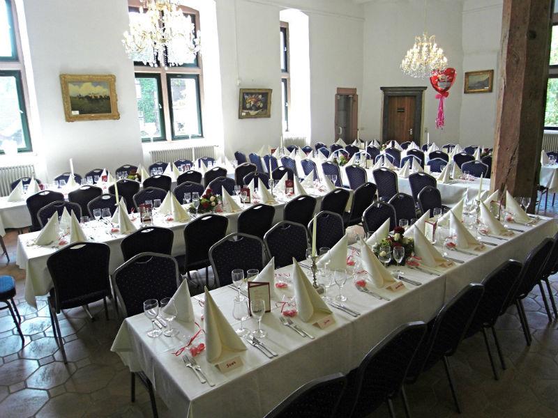 Beispiel: Verleih von Tischwäsche, Foto: A-Z Erftland Partyservice.