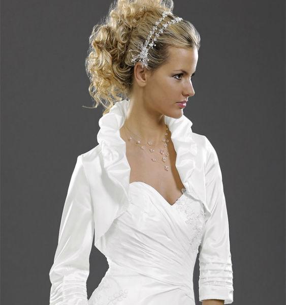 Beispiel: Verspielte Boleros für die Braut, Foto: Eliyzi Couture Accessoires.