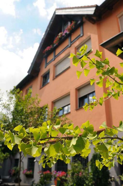 Beispiel: Außenansicht, Foto: Bio Hotel Bayerischer Wirt.