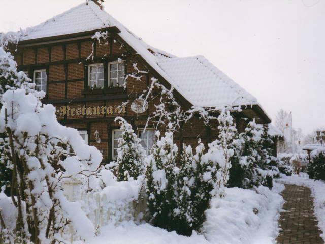 Beispiel: Außenansicht im Winter, Foto: Landhaus Schwerin.