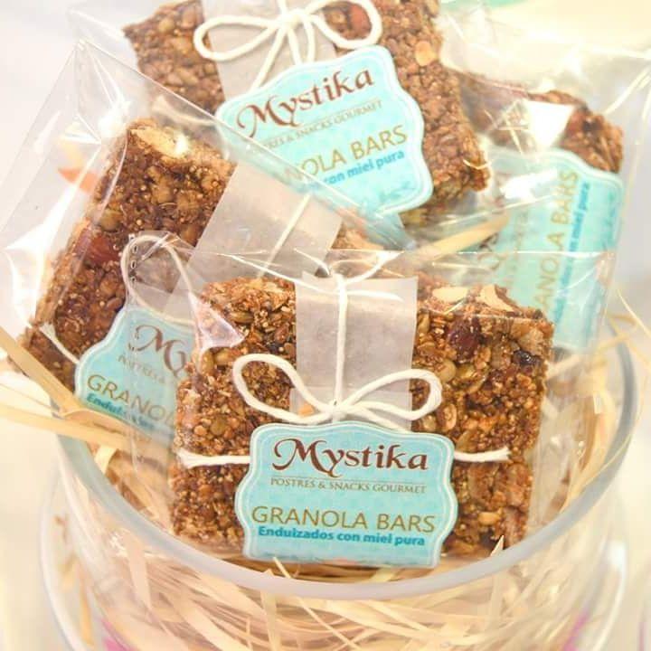 Barras de granola orgánica como recordatorios comestibles o postre de bienvenida