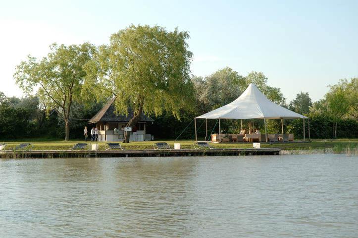Beispiel: Umgebung - Ufer, Foto: Hoteldorf Seepark Weiden.