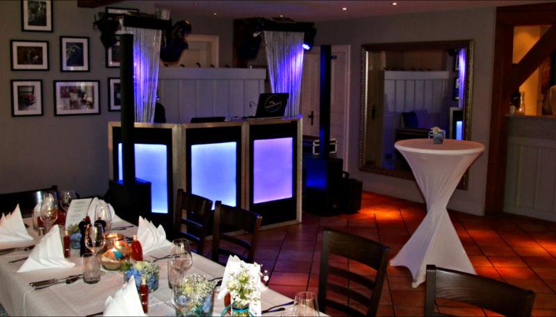 DJ Setup bei einer Hochzeit