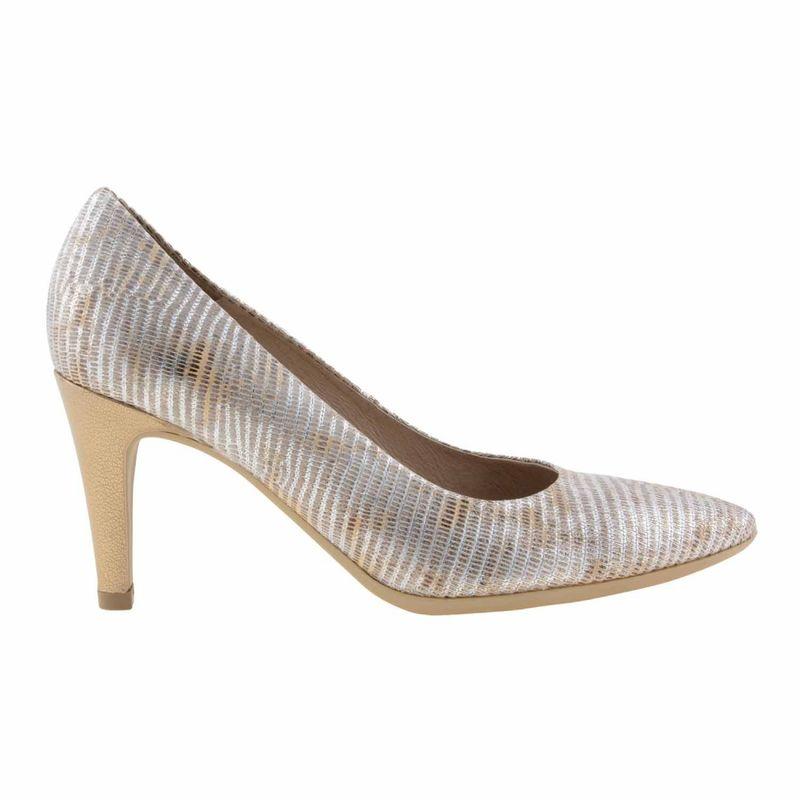 Zapatos piel grabada oro M-2030 Wonders. Suela de goma rugosa antideslizante. Planta acolchada, lo que proporciona una gran comodidad. Tacón forrado en piel lisa al tono.Altura: 7 cm.  http://www.paulaalonso.es/zapatos-tacon-alto/8038-zapatos-estilo-salon-en-oro-m2030-de-wonders.html