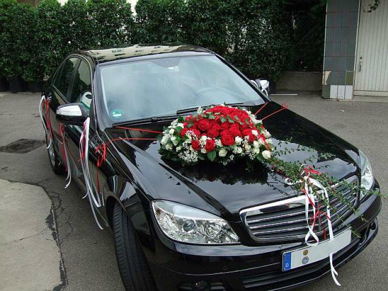 Beispiel: Autoschmuck, Foto: Blumen Hildebrand.