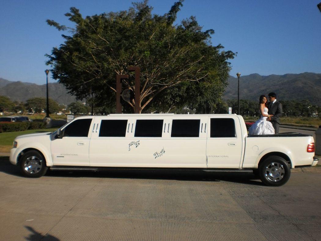 Lincoln Navigator capacidad para 12 personas, Quemacoco abatible,Sonido,Iluminacion interior y exterior, A/C