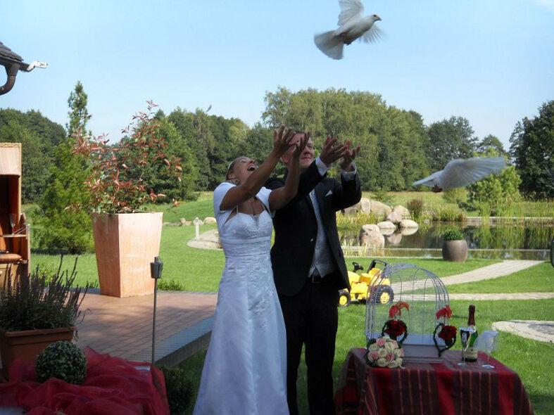 Beispiel: Brautpaar mit Tauben, Foto: Milanhof.