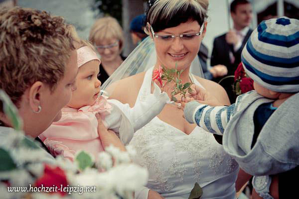Beispiel: Bewegende Momente mit der Kamera eingefangen, Foto: Hochzeits- & Eventfotografie Tilo Kemnitz.