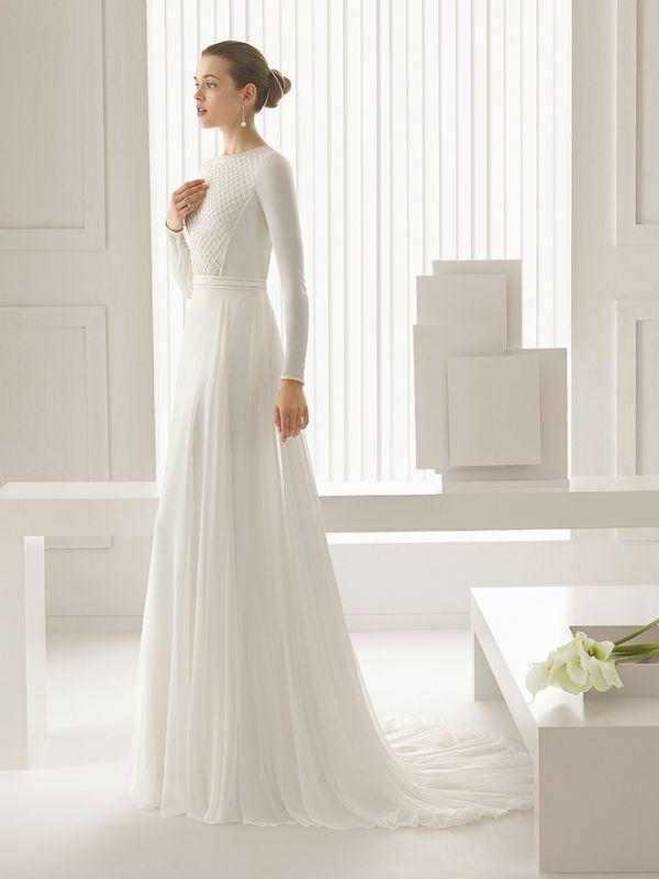 Экстравагантное платье-трансформер, состоящее из расшитого тысячами мельчайших пайеток боди и струящейся юбки