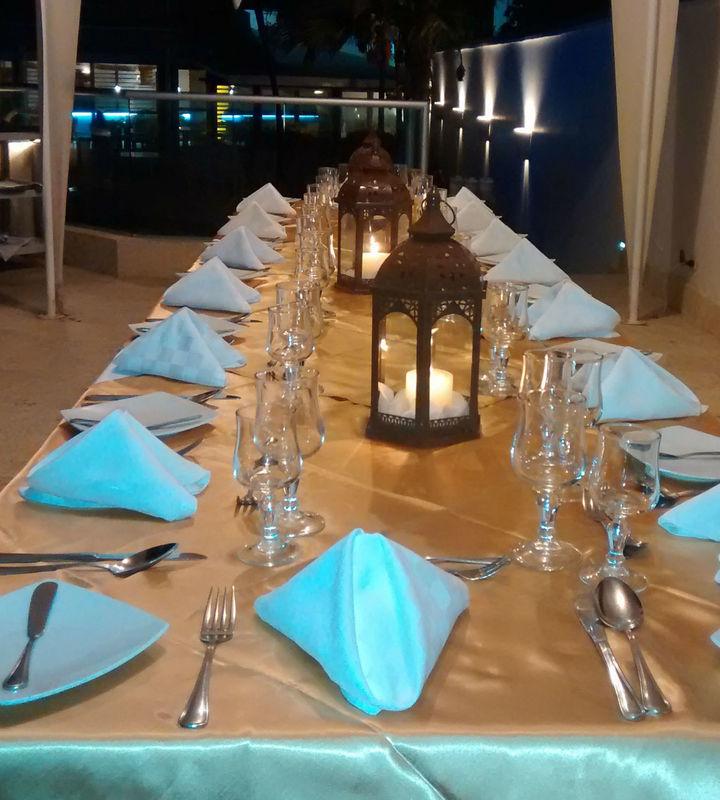Cena en mirador ubicado frente al mar.