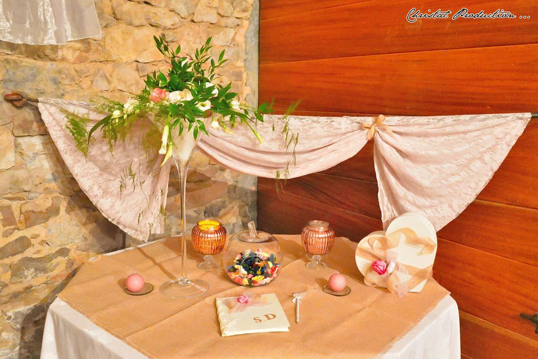 Mariage thème rose chic : table de l'urne / livre d'or