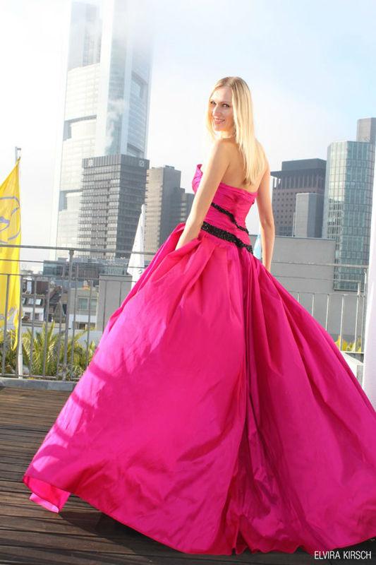 Beispiel: Ihr Kleid vom Designer, Foto: Elvira Kirsch.