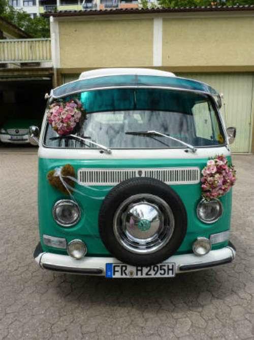 Beispiel: Autodekoration, Foto: HILS-KOOP Gartenbaumschule & Floristik.