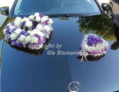 Beispiel: Blumenschmuck für das Brautauto, Foto: Die Blumenoase.