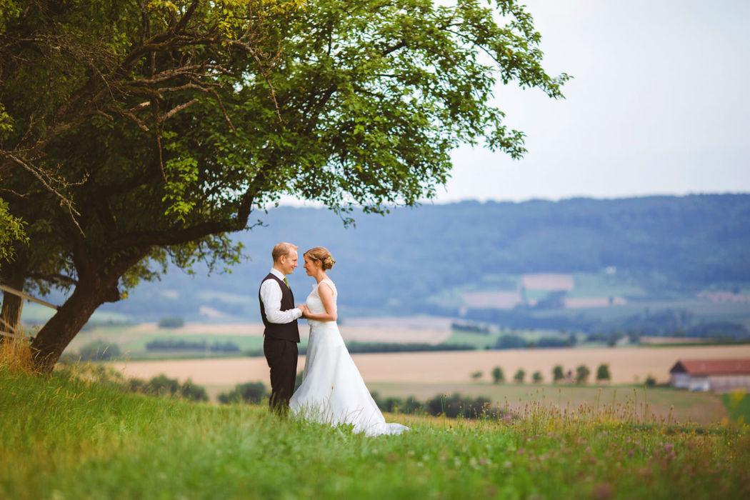 Beispiel: Brautpaar beim Fotoshooting, Foto: Anna Eiswert.