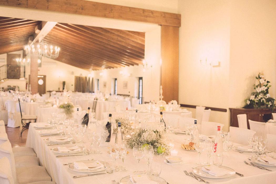 Eleganti e scenografiche tavolate ovali per i tuoi ospiti speciali