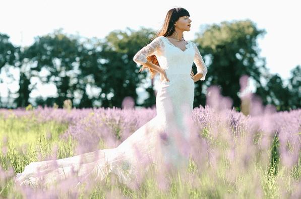 Robe de mariée dentelle de calais-caudry, manches, traine, sirène | Collection 2017 | Veronika Jeanvie