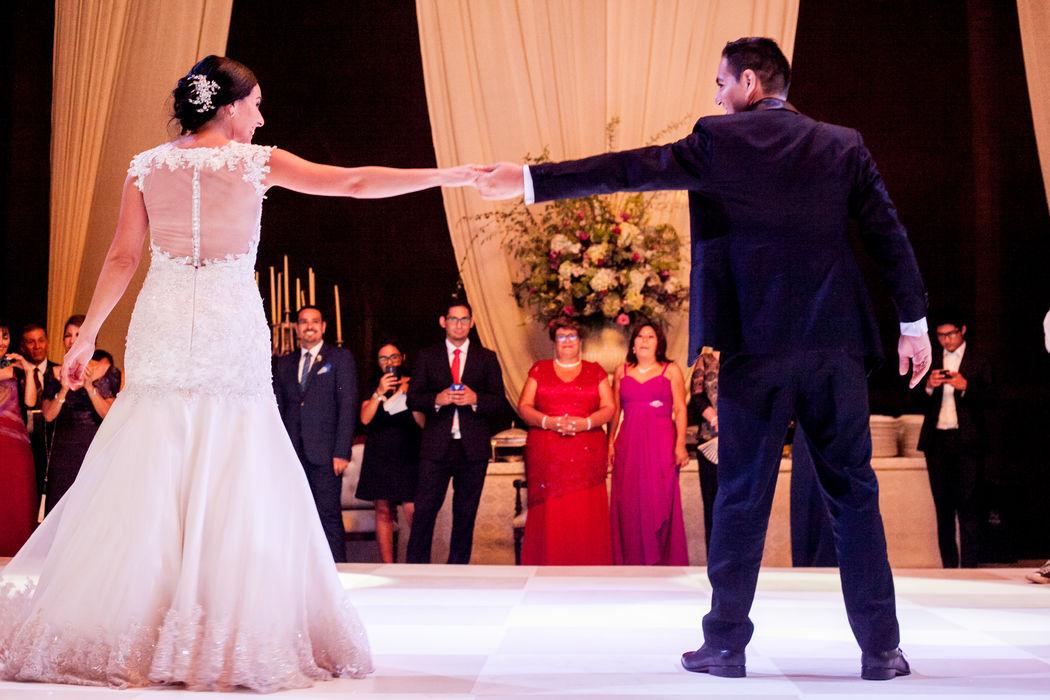 Hubo nervios y mucha emoción pero la preparación que tuvieron hizo que su baile sea  Espectacular.