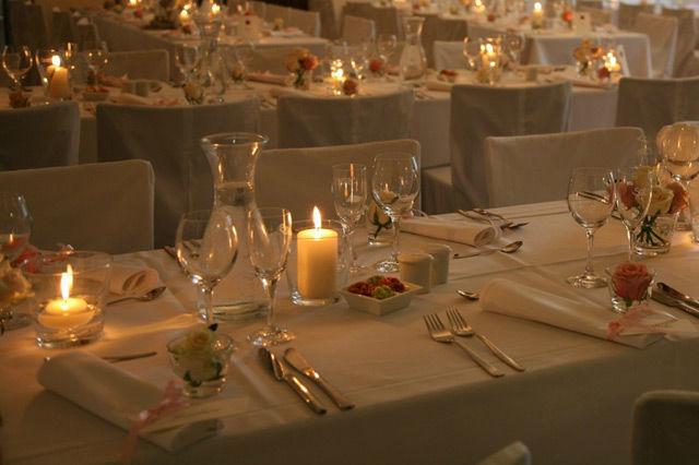 Beispiel: Dekorierter Tisch, Foto: KV-eventgastronomie.