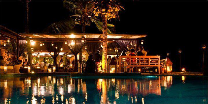 Area piscina a noite