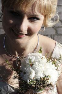Beispiel: Braut mit Brautstrauß, Foto: Die Blumenbinderin.